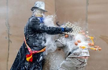 Vreemde feesten 1: Eier- en bloemgevechten in Ibi - Van Dam Estates