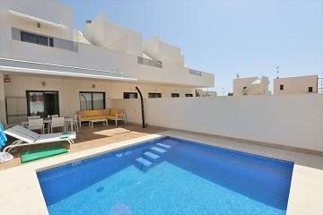 zonnig herenhuis met zwembad in Pilar de la Horadada - Van Dam Estates