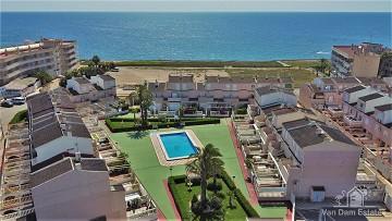 Woning op 1e lijn bij strand met uitzicht op zee & zwembad in Mil Palmeras - Van Dam Estates