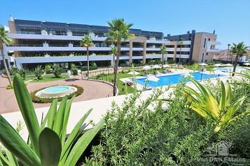 Appartement met ruim balkon en uitzicht op zwembad in Flamenca Village - Van Dam Estates