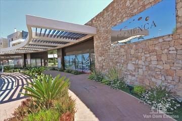 Appartement met ruim balkon en uitzicht op zwembad in Flamenca Village ?> - Van Dam Estates